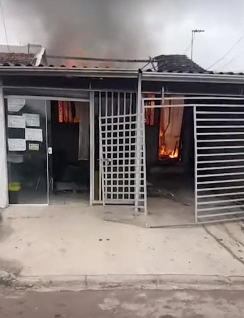 Resultado de imagem para Após briga com ex, agressor ateia fogo em casa e morre carbonizado